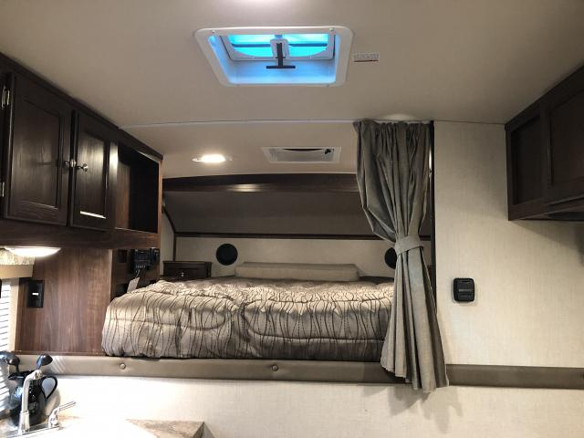 2018 PALOMINO REAL LITE TRUCK CAMPER RCHS 1806